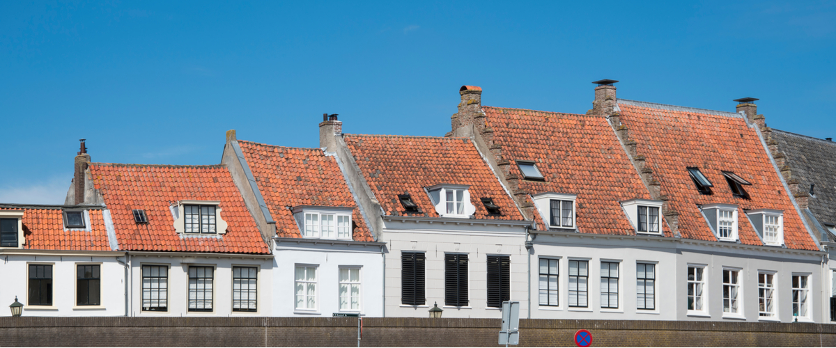 Witte huisjes van klein naar groot