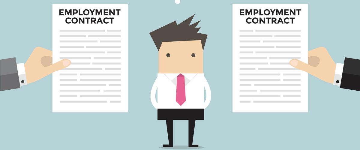 Zakenman die twee arbeidsovereenkomsten aangeboden krijgt
