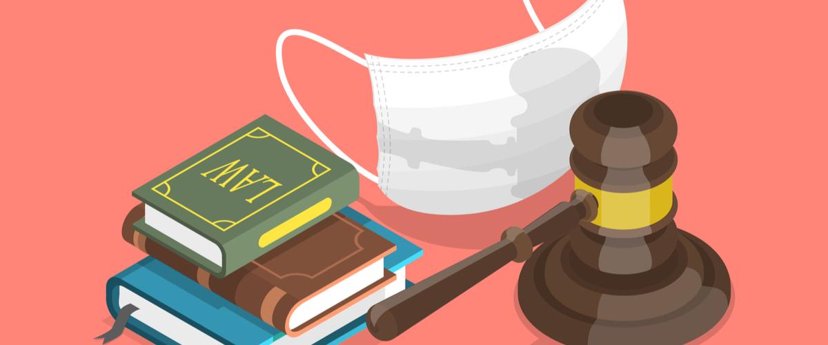 mondkapje bij rechtsboeken en een rechters hamer - uitpraken over onvoorziene omstandigheden van corona (covid-19)
